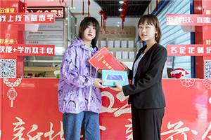 李家迪丨高中退学外出务工,选必威官网亚洲体育再提升!