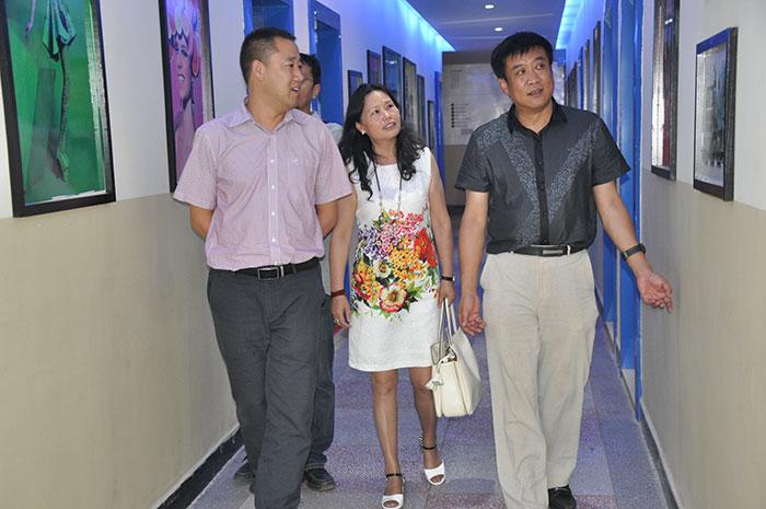 西山区教育局领导亲临新华考察学生创就业成果